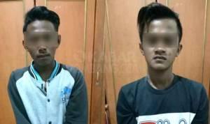 Dua tersangka pelaku pencabulan, saat diamankan di Polres Jombang.