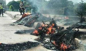 Sepeda motor dan muatannya terbakar di Jombang