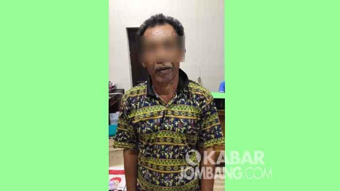 Tersangka kasus perjudian jenis dadu, saat diamankan di Polres Jombang.
