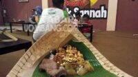 rawon kates Mbok Sannah Sumobito Jombang