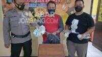Pelaku pencurian kotak amal di musala Komplek Perum Desa Candimulyo Jombang diamankan polisi. Kabarjombang.com/Diana Kusuma/