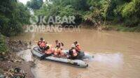 Proses pencarian bocah tenggelam di Dam Jetis Mojoagung, Kabupaten Jombang, hingga hari keenam belum membuahkan hasil, Senin (11/1/2021). KabarJombang.com/Daniel Eko/