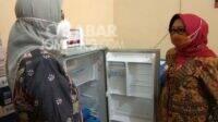 Bupati Jombang Mundjidah Wahab (kanan) saat meninjau vaksin Covid-19. KabarJombang.com/Anggraini Dwi/