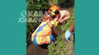 Proses evakuasi korban meninggal di parit Desa Pulorejo, Kecamatan Ngoro, Kabupaten Jombang, Kamis (21/1/2021). KabarJombang.com/Istimewa/