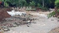 Warga berburu emas di sungai Pakel, Kecamatan Bareng, Kabupaten Jombang. KabarJombang.com/Daniel Eko/