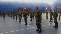 Personel Marinir yang tiba di tennis indoor dalam rangka membantu pelaksanaan PPKM di Jombang (istimewa)
