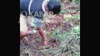 Warga menemukan mortir di Lereng goa Sigolo-Golo Wonosalam Jombang. Kabarjombang.com/Istimewa/