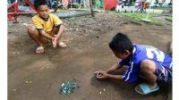 Permainan tradisional kelereng. (Istimewa)