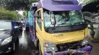 Kondisi truk setelah menabrak sepeda motor di Tembelang Jombang. KABARJOMBANG.COM/Daniel Eko/