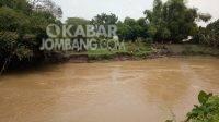 Tim SAR gabungan melakukan pencarian korban tenggelam di sungai Gunting Mojoagung. Kabarjombang.com/Diana Kusuma Negara/