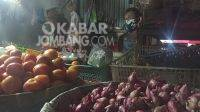 Harga bahan pokok di Pasar Cukir Jombang. Kabarjombang.com/Dani el Eko/