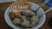 Bakso legendaris Pak Djuki di Jalan Gubernur Suryo Jombang. KabarJombang.com/Daniel Eko/