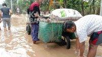 Bentor pedagang sayur yang mogok karena banjir di Dusun Pekunden, Desa Kademangan, Mojoagung, Jombang, Jumat (2/4/2021). KabarJombang.com/Anggraini Dwi/
