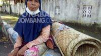 Kasemah saat ditemui di salah satu Jalan di Jombang. KabarJombang.com/Diana Kusuma Negara/