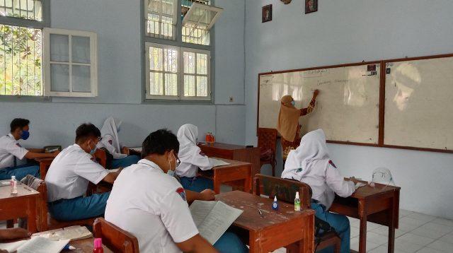 Pelaksanaan sekolah tatap muka di Kabupaten Jombang, Selasa (6/4/2021). KabarJombang.com/Anggraini Dwi/