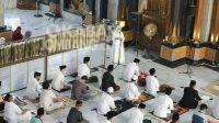 Bupati Jombang Mundjidah Wahab memberikan sambutan sebelum salat idul fitri di masjid baitul mukminin. KabarJombang.com/Istimewa/