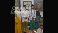 Ustad Abdul Somad (UAS) bersama sang istri Fatimah Az Zahra Salim Barabut silaturahmi ke Ponpes Tebuireng. KabarJombang.com/Istimewa/