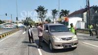 Penyeketan oleh petugas kepolisian di Pintu Masuk Tol Tembelang, Jombang. KabarJombang.com/Daniel Eko/