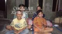 Vaid (kanan), warga Dusun Kedung Caluk, Desa Kedung Bogo, Kecamatan Ngusikan, Kabupaten Jombang bersama ibu dan saudaranya. KabarJombang.com/M Faiz H/