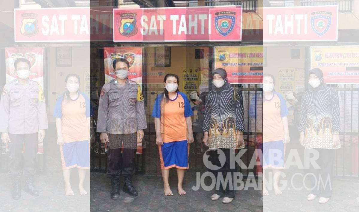 Mucikari asal Mojokerto saat diamankan Polres Jombang. KabarJombang.com/istimewa/