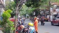 Parkir di kawasan berlangganan Jalan A Yani Jombang. KabarJombang.com/Daniel Eko/