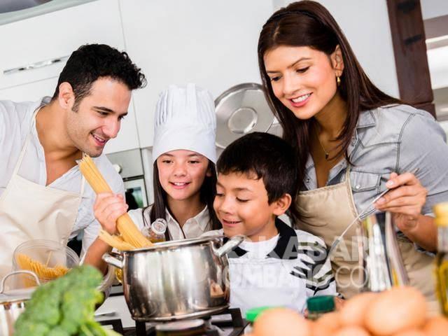 Aktivitas di rumah bersama keluarga selama masa pandemi.