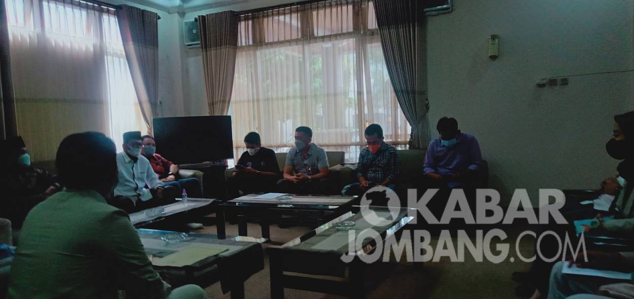 Geruduk DPRD, BEM Se-Jombang Kritik Kunker Dewan Saat PPKM Darurat