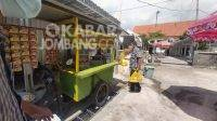 Penyaluran paket sembako untuk PKL RSUD Jombang. KabarJombang.com/Daniel Eko/
