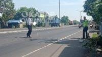 Polisi melakukan olah TKP di lokasi kecelakaan pasutri di Mojoagung, Jombang, Rabu (7/7/2021). KabarJombang.com/M Faiz H/