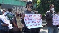 Puluhan PKL menggeruduk kantor Disperindag Jombang, Kamis (15/7/2021).