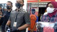Polisi melakukan press rilis kasus pembuangan bayi di Sumobito, Jombang. KabarJombang.com/Diana Kusuma/