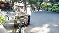 Tukang becak di Jombang terkena dampak PPKM Darurat. KabarJombang.com/Diana Kusuma/