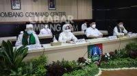 Bupati Jombang Mundjidah Wahab (tengah) dan Wakil Bupati Sumrambah (kanan) saat doa bersama secara virtual. Kabarjombang.com/Istimewa/