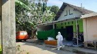Warga Desa Kwaron, Kecamatan Diwek, Kabupaten Jombang, meninggal saat menjalani isolasi mandiri (isoman) covid-19, Jumat (6/8/2021). KabarJombang.com/Istimewa/