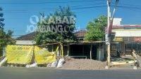 Proyek pipa jaringan gas di Tembelang, Kabupaten Jombang, dikeluhkan pedagang dan menyebabkan kemacetan, Selasa (31/8/2021). KabarJombang.com/M Faiz H/