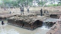 Proses ekskavasi situs petirtaan kuno Sumberbeji, Jombang. KabarJombang.com/Daniel Eko/