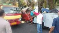 Proses evakuasi kendaraan di lokasi kecelakaan.