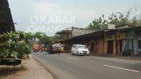 Truk mengalami patah as roda belakang di Jalan raya Mojowarno, Jombang, Senin (16/8/2021). KabarJombang.com/Ziyadatul Imaniyah/