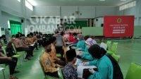 Proses vaksinasi covid-19 yang digelar BIN Jatim dan Pemkab Jombang untuk santri Mambaul Maarif Denanyar.