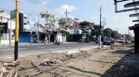 Proyek rehabilitasi trotoar dan drainase jalan Wahid Hasyim Jombang sudah mencapai 47 persen, serta ditargetkan selesai pada November 2021 sesuai kontrak. KabarJombang.com/Diana Kusuma/