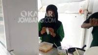 Inspiratif; Modal Rp300 Ribu Bisnis Seblak, Mahasiswi di Jombang Kini Pekerjakan 7 Karyawan