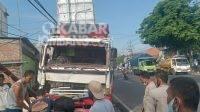 Truk tabrak warung di depan Bravo Swalayan Jalan Yos Sudarso, Kelurahan Tunggorono, Kecamatan/Kabupaten Jombang, Rabu (22/9/2021)