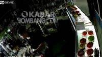 Terekam CCTV, Pakai Mukena Pencuri Bobol Toko Handphone di Jombang