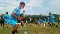 Para pemain PSID Jombang saat menggelar latihan rutin persiapan Liga 3 regional Jawa Timur. KabarJombang.com/M Faiz H/