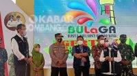 Bupati Jombang, Mundjidah Wahab (ketiga kanan) berdialog dengan Kadinkes Provinsi Jatim, Kohar Hari Santoso (kiri) saat program Bulaga di Kecamatan Tembelang, Kamis (9/9/2021). KabarJombang.com/M Faiz H/