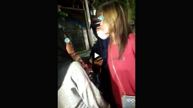 Tangkapan layar dua gadis remaja di Jombang terlibat pertikaian, diduga Rebutan pacar.