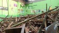 Atap ruang kelas Sekolah Dasar Negeri (SDN) 1 Catakgayam, Kecamatan Mojowarno, Kabupaten Jombang ambruk, Kamis (7/10/2021). KabarJombang.com/M Faiz H/
